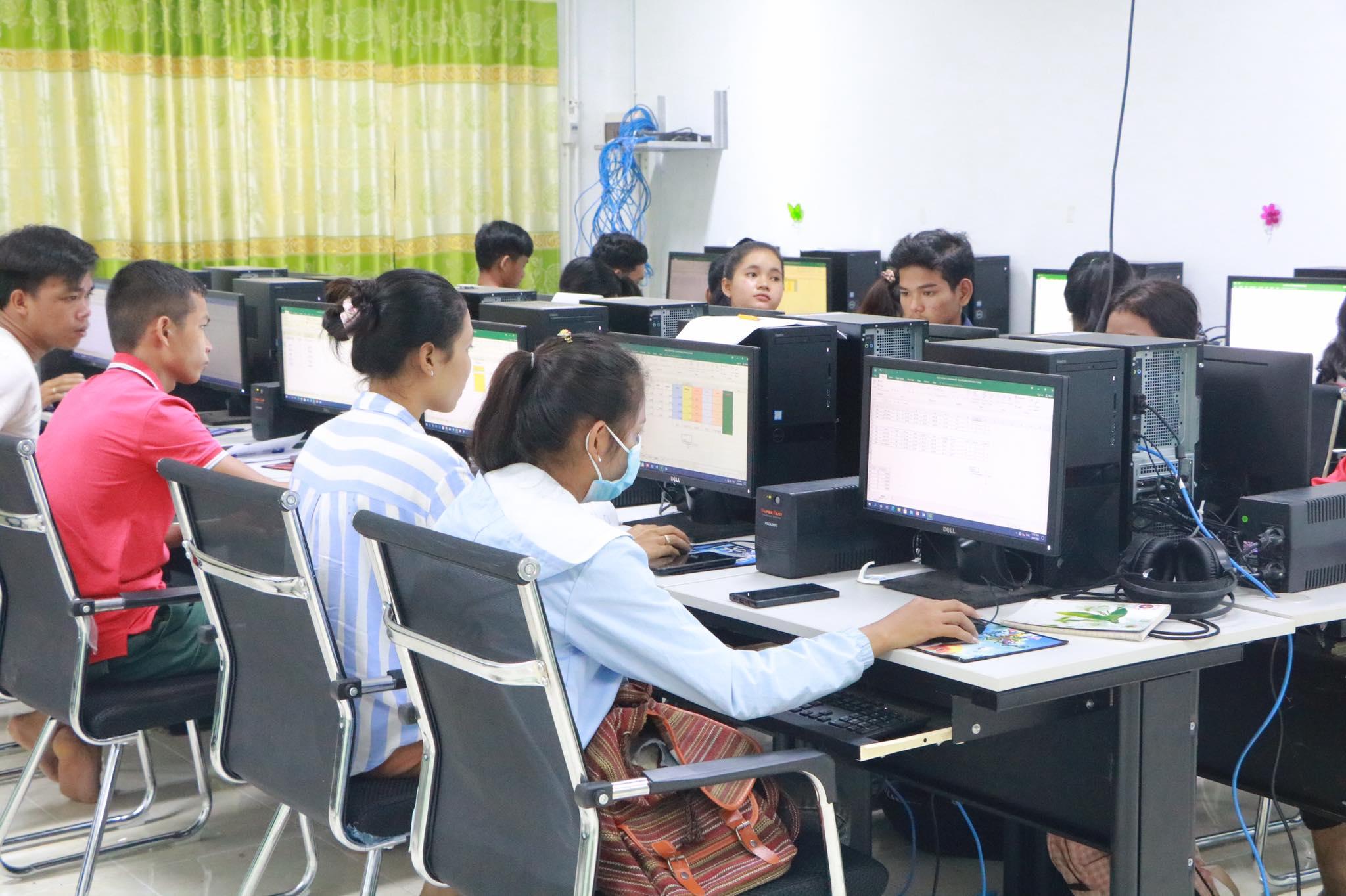 IT Club Cambodia - hard at work in class